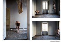 """PREMIO INTERNAZIONALE LIMEN ARTE / """"Decadenza"""" è un progetto fotografico che indaga sulla società attuale mettendo a nudo le debolezze, la fragilità e l'identità dell'Essere umano. La serie fotografica racconta sentimenti come l' abbandono, la reclusione, la solitudine e la follia, in uno scenario in cui lo spazio e il soggetto che lo occupa diventano uno riflesso dell'altro."""