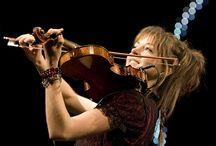 Violin player pose/photo