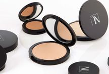 NU EVOLUTION Pressed Powder Foundation / This velvety-smooth powder foundation delivers a soft focus effect that blurs imperfections and eliminates shine for the perfect selfie with #nofilter.  Pure formula melts into skin and offers all the benefits you demand!