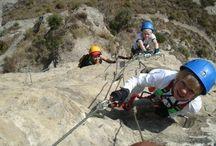 Aventura en familia / Un aventura compartida entre hijos y padres. La emocion de escalar, rapelar o saltar al agua en un barranco se convierte en una experiencia deseada para los peques y papas.