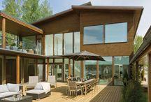 Modernit puutalot / Modernit puutalomme edustavat uutta tämän ajan puu- ja hirsitaloarkkitehtuuria. Niissä puuhun yhdistyvät laajat lasipinnat ja selkeä, puhdaslinjainen design. Mallit voidaan toteuttaa joko hirsitaloina tai ekopuutaloina. Tutustu malleihimme ja ihastu!