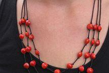 bijoux avec des graines naturelles