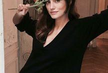 Phoebe Tonkin ❤