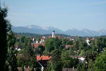 Schongau / Impressionen von Schongau und Umgebung Schongau ist eine Stadt im oberbayerischen Landkreis Weilheim-Schongau. Der Hauptanteil der Stadt liegt am Westufer des Lechs im Pfaffenwinkel. Regierungsbezirk: Oberbayern Höhe: 726 m ü. NHN Fläche: 21,35 km² Einwohner: 11.719 Kfz-Kennzeichen: WM, SOG