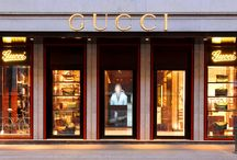 SHOPPING TOUR / Made in Italy is synonymous with style, elegance and quality production. This tour is designed for those who want to enjoy a moment of relaxation and pleasure, guided in the most prestigious stores in Italy.