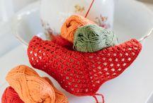 Vaudevilla ideoita / vaudevilla myy pieniä eriä erilaisia villalankoja ja tarvikkeita.
