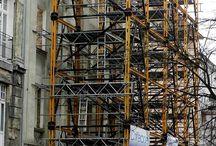 Hotel Wieniawski w Lublinie / W miejscu stuletniej kamienicy przy ul. Sądowej w Lublinie powstaje 3-gwiazdkowy hotel z 50 pokojami, restauracją i salą konferencyjną. Zgodnie z decyzją konserwatora zabytków inwestor zobowiązany był zachować fasadę budynku. Aby uchronić ją przed zawaleniem nasza firma przygotowała specjalną konstrukcję stabilizującą na bazie rusztowania modułowego BRIO oraz systemu uniwersalnego MK.