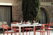 Gabar OUT 2016 / El catálogo de mobiliario gabar OUT ofrece un amplio abanico de posibilidades donde calidad, funcionalidad y diseño se aprecian en cada una de las distintas colecciones.  Todas los muebles han sido diseñados para rebasar los límites de los interiores y entrar a formar parte de jardines, terrazas y porches.