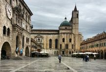 Ascoli Piceno / Attractions to see  during your visit in Ascoli Piceno: Piazza del Popolo, Caffè Meletti and details