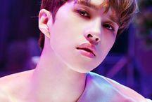Lee Jaehwan(Ken) ❤ / Nome artístico:Ken Nome verdadeiro:Lee Jaehwan Posição:Vocalista Principal Nascido em:6 de abril de 1992 Idade:24 Signo:Áries Tipo Sanguíneo:AB