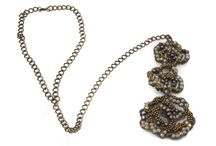Collares de flamenca / Collares de flamenca o de estilo aflamencado de exclusivos diseñadores. En nuestra tienda online puedes encontrar todos estos complementos.