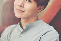 정호석 J-hope||Jung hoseok / 18 Februari 1994 (umur 23),Gwangju, Korea
