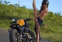 Dívky na motocyklu