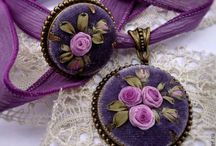 Art - Embroidered necklaces