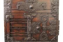 The BEST of Collectibles: Flea Markets, Antique Shops, Estate Sales & Auction Houses / by Jennifer Norman