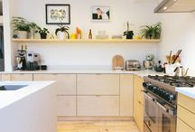 Cosy Casual Kitchens / The kitchen sets the tone for the rest of the house. So it needs to be an inviting, cosy place. Discover our favourite kitchens that add warmth to your home.