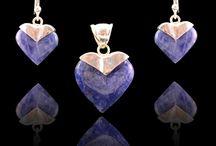 Valentijn Tips / Verras je Valentijn met een prachtig en uniek cadeau. Zilveren oorbellen, hangers, sets, ringen en kettingen www.dczilverjuwelier.nl Gratis verzending binnen Nederland