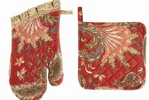 Pot Holders and Pot Mitts / These make a lovely gift. Many have matching aprons also.