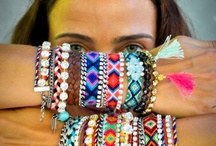 Tribal style / Basic and highly graphic, tribal style makes a comeback with its pure colors for a highly appealing exotic mood