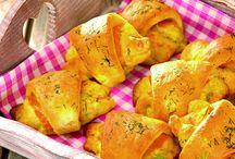 Kartoffel-Rezepte / Sie sind auf der Suche nach einfachen Kartoffelrezepten, die garantiert gelingen? Ob für ein Mittag- oder Abendessen mit der Familie, für eine Party oder als Beilage zum Grillen: Kartoffelgerichte passen zu jedem Anlass. Lassen Sie sich von dem köstlichen Geruch von Bratkartoffeln verwöhnen und genießen Sie den Geschmack eines leckeren Kartoffelgratins. Entdecken Sie die große Vielfalt an gelingsicheren Kartoffel-Rezepten, die in der Dr. Oetker Versuchsküche für Sie entwickelt wurden.