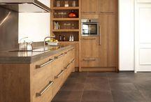 Keramische tegels Nibo Stone / Duurzame en slijtvaste vloertegels, geschikt voor iedere ruimte in huis en heel gemakkelijk schoon te maken. Verkrijgbaar in verschillende uitvoeringen en afmetingen, variërend van grote industriële tegels met een beton-look tot landelijk keramisch houtparket dat nauwelijks van een echte houten vloer is te onderscheiden. Dus of u nu kiest voor een landelijke stijl, modern minimalistisch design of een klassiek interieur, er is zeker een keramische tegel in ons assortiment die daarbij past.