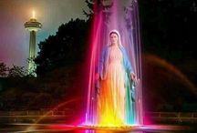 Kleurrijke verschijning Maria