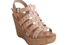 Zapatos / Colección de sandalias en piel para mujeres jóvenes