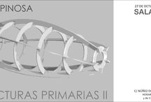 """EXPOSICIÓN, """"ESTRUCTURAS II"""" DE JULIO ESPINOSA / La propuesta de Julio Espinosa se plantea como un juego similar a la papiroflexia. Partiendo de una plantilla plana dibujada con escrupulosa simetría, Julio va dibujando en el aire la tridimensionalidad de la forma, inspirado en formas vegetales y animales, buscando la esencia interna de las formas. Los pliegues, ángulos y giros de planos y pletinas, hacen surgir el movimiento y la vida de lo que inicialmente era una silueta, un esquema primario que respira ahora dentro de la forma retorcida."""