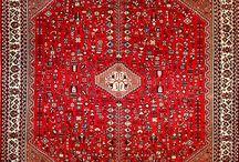 Tappeti Persiani / Abadeh, Afshar, Ardebil, Bakhtiar, Baluci, Bidjar, Gabbeh, Ghashghai, Ghom, Hamadan, Heriz, Isfahan, Kerman, Keshan, Klardasht, Koliai, Mashad, Moud, Nahavand, Nain, Senna, Shiraz, Tabriz.