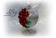 Bombki dekoracyjne na stojaku
