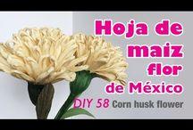 flores en hoja de maíz