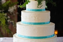 Wedding Cake Inspiration / Beautiful wedding cakes in many different styles and colours. Check out this board for wedding cake and dessert inspiration.
