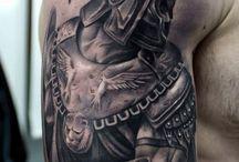 tatuaje cu gladiatori