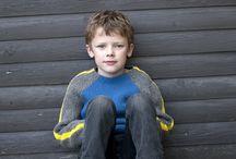 Vendestrik #2 / »Vendestrik #2« af Hanne Meedom handler om trøjer med korte og lange ærmer strikket i vendestrik. Hæftet beskriver hvordan kiler giver ekstra vidde og bevægelsesfrihed i de strikkede trøjer. I hæftet er der tre grundopskrifter – til babyer, skolebørn og voksne. Herudover er der ni variationer med fx knaplukning, slids, rullekrave og hætte. Hanne Meedom har skrevet flere hæfter om vendestrik.