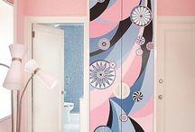 раскрасить мебель, стены, потолок