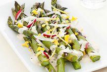 Les 10 plus belles salades d'asperges / La Délicieuse Découverte de la semaine est au restaurant Légende par La Tanière, il s'agit d'une salade d'asperge, mais voyez ce qui est proposé de par le monde!