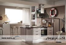 Fab / Стройность форм, чёткие линии и блеск нержавеющей стали. В модели Fab New представлен иной ракурс восприятия формулы уюта. Оттенок светлого дуба освежит композицию. Тёмный дуб в сочетании с матовым стеклом раскроет изысканную сдержанность дизайна кухни. Материал фасада: МДФ Покрытие / Обработка: пленка ПВХ с двух сторон Особенности: Лаконичные рамочные фасады модели Fab покрыты пленкой, имитирующей фактуру натурального дерева.