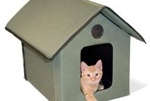 Outdoor Cat Beds / Shop for the best cat beds at Bedsforcats.com. We offer quality heated cat beds, outdoor cat houses and furniture to help your cat rest comfortably.