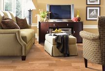 Lay Down Laminate Flooring / When you are looking for a durable solution at a reasonable price, choosing to install laminate flooring may be a good option for you.