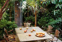 Let - fulfillment / drevena terasa, zahradni domek, odstineni/ zastreseni terasy, vyvysenne zahony, naslapy v travniku, ovocne dreviny
