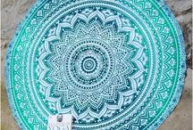 Mandala Tapestries / Mandala's are beautiful, symbolic, pieces of art, and these round tapestry are extraordinary! Extremely colorful and unique, these round tapestries can be used as wall hanging, bed cover, at the beach or for a picnic – whatever you want!