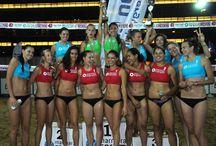 """Epirden 2012 Bayanlar Plaj Voleybolu Turnuvası / Marmara Forum, Rusya, Ukrayna, Brezilya, İtalya, Polonya'dan gelen takımları bir araya getiren """"Epirden 2012 Bayanlar Plaj Voleybolu Turnuvası""""na ev sahipliği yaptı."""