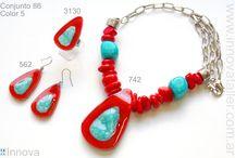 Joyas Bisuteria y Accesorios de moda / Innova es una empresa argentina dedicada al diseño y produccion artesanal de joyas, bijouterie, bisuteria y accesorios en vitrofusion - vidrio combinado con cuero, aluminio anodizado,acero quirurgico y piedras semipreciosas. Mas de 400 modelos exclusivos (fused glass jewelry, aros, colgantes, gargantillas, anillos, pulseras, brazaletes, pendientes,cinturones, carteras, prendedores, hebillas). Ventas por mayor. Exportamos a todo el mundo.  www.innovataller.com.ar   info@innovataller.com.ar