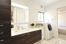 収納たっぷりの美しい洗面スペース