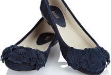 Shoe Love ~ Flats & Mary Janes / by Fleur Jardin