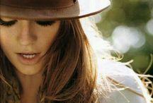 Brigitte e il suo cappello / 19*10*17