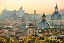 Vacances en Italie / Pays du soleil, de l'art et de la gastronomie, l'Italie émerveille par son passé riche, son architecture et ses superbes panoramas. Du Duomo de Milan à la fontaine de Trévi à Rome, du rives du lac de Côme aux plages de Porto Cervo en Sardaigne ou celles de Levenzo en Sicile, l'Italie est un pays unique.