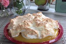 Sitronpai fra mormors oppskriftsbok / Gøy å bruke gamle oppskrifter. Nydelig frisk kake. Se min blogg blomster1.blogg.no for oppskrift
