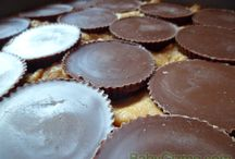 Deserts to try! / by Amy Terrell