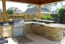Outdoor Living / Gorgeous outdoor kitchens, cozy outdoor living spaces and more!